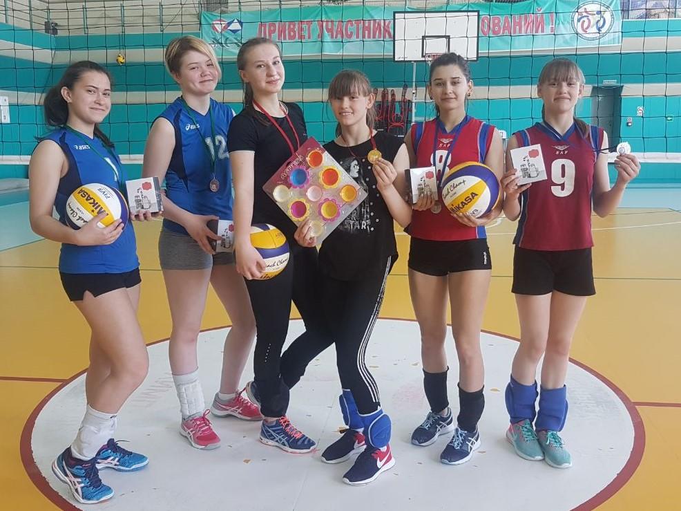 Соревнования по волейболу среди девушек 2х2